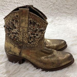 Frye Deborah Studded Short Boots size 7